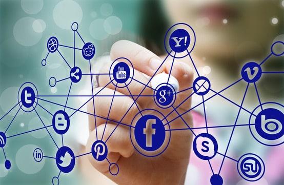 האם פעילות שיווק בפייסבוק משפיעה על הקידום האורגני? ואם כן באיזה אופן?